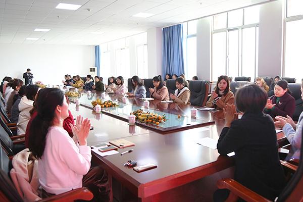 集团举行庆祝三八妇女节座谈会
