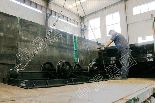 集团一批矿用平板车发往天津