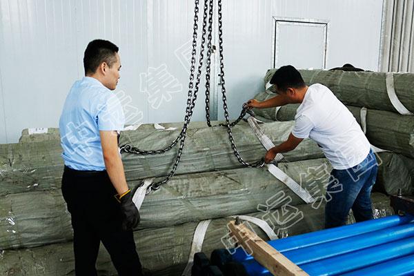集团国际贸易公司一批锚杆设备经青岛港出口伊朗