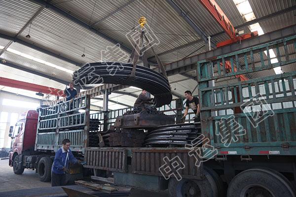 集团一批U型钢支架发往青海