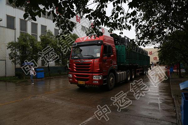 集团一批材料车发往河北邯郸