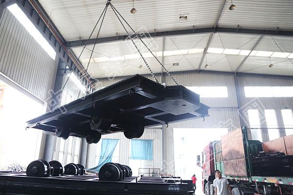 集团一批矿用平板车设备发往陕西渭南