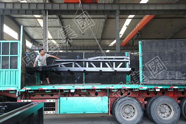 集团一批侧卸式矿车发往福建龙岩