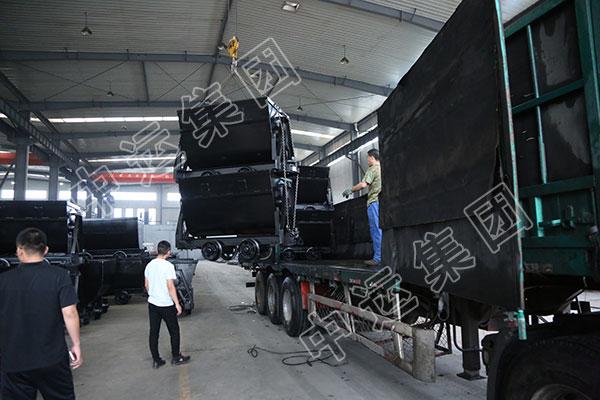 集团一批翻斗式矿车、矿用材料车发往山西晋城
