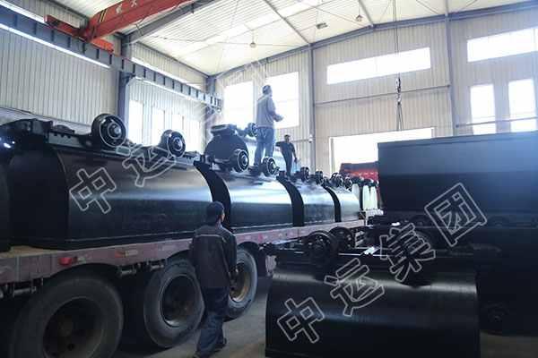 集团第二批固定式矿车发往上海港