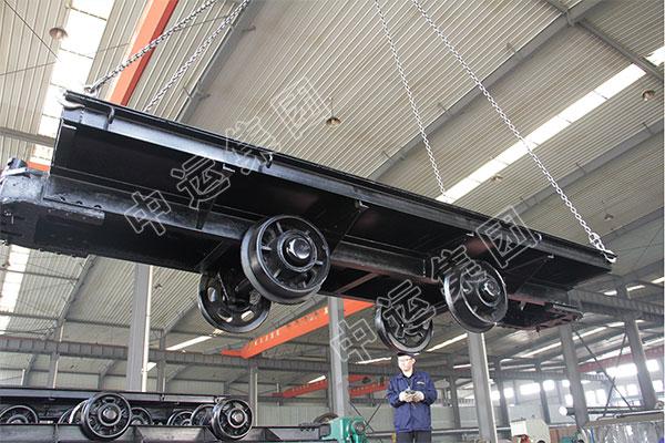 集团一批平板车、回柱绞车及铁路配件出口马来西亚