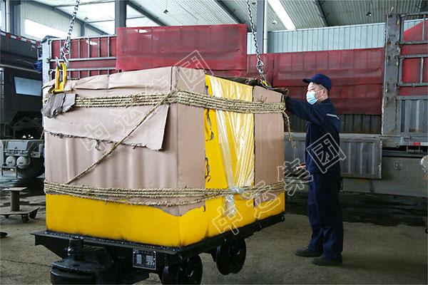 集团一批防火栅栏门、改型矿车分别发往山东莱芜和吉林白山
