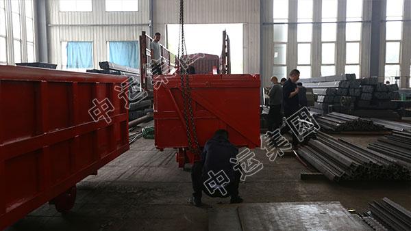集團一批單側曲軌側卸式礦車發往山西